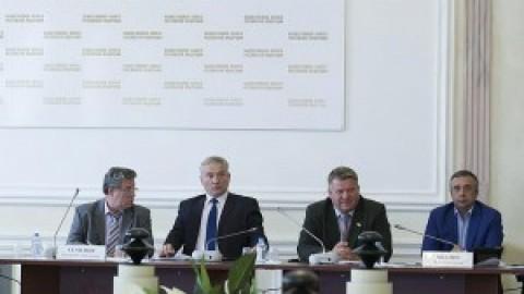 Обсуждение закона о лицензировании управляющих компаний  в Общественной палате РФ