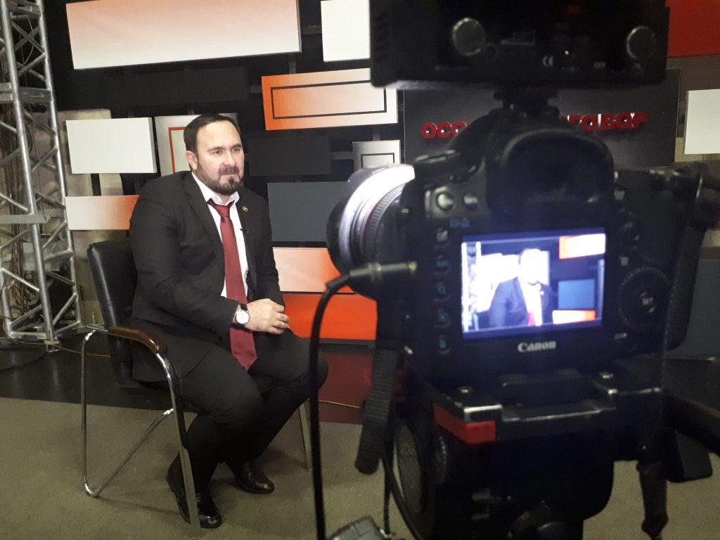 Руководитель ЖКХ контроль по ЧР, на канале ЧГТРК Грозный, рассказал о задачах и функциях общественного контроля в сфере ЖКХ