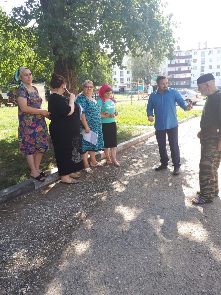 Руководитель Регионального центра ЖКХ Контроль встретился с жителями МКД домов по улице Сайханова № 69 а