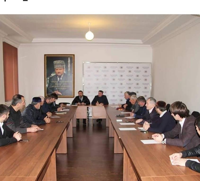 Мансур Солтаев руководитель ЖКХ контроль по ЧР, совместно жилищной инспекцией, с Председателем ОП ЧР, актовом зале Общественной палате ЧР, провели расширенное семинар совещание, по вопросам ЖКХ,
