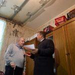 В Перми руководитель РЦОК Михаил Борисов навестил пенсионера, которому помог решить проблему с затоп...