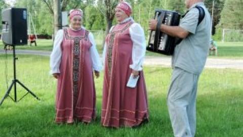 Жители рабочего поселка Велетьма отметили день соседей
