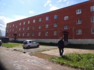 3 года УК устраняла дефекты новостройки для переселенцев из аварийного жилья